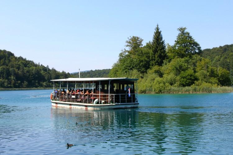 barca-lac-plitvice