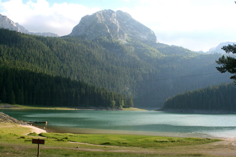 muntenegru-balck-lake